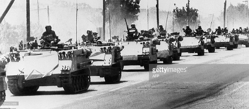 M113-idf-moves-to-lebanon-border-19820606-gty-1