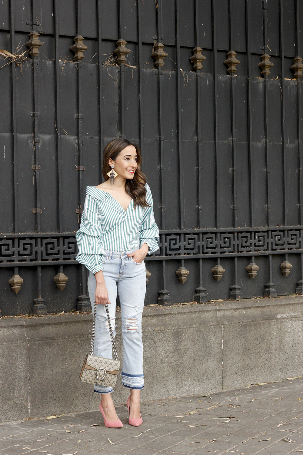 striped shirt jeans gucci bag uterqüe earrings pink heels accessories style outfit03