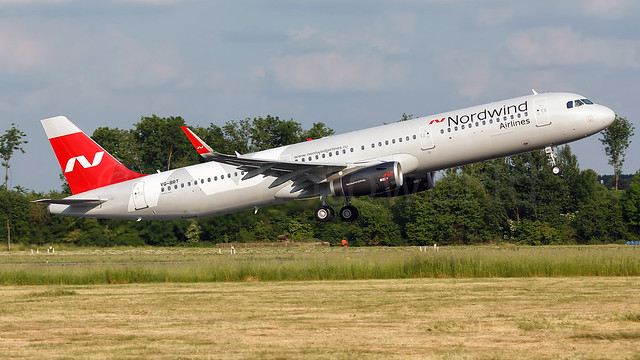 Nordwind Airlines Airbus A321-2 VQ-BRT