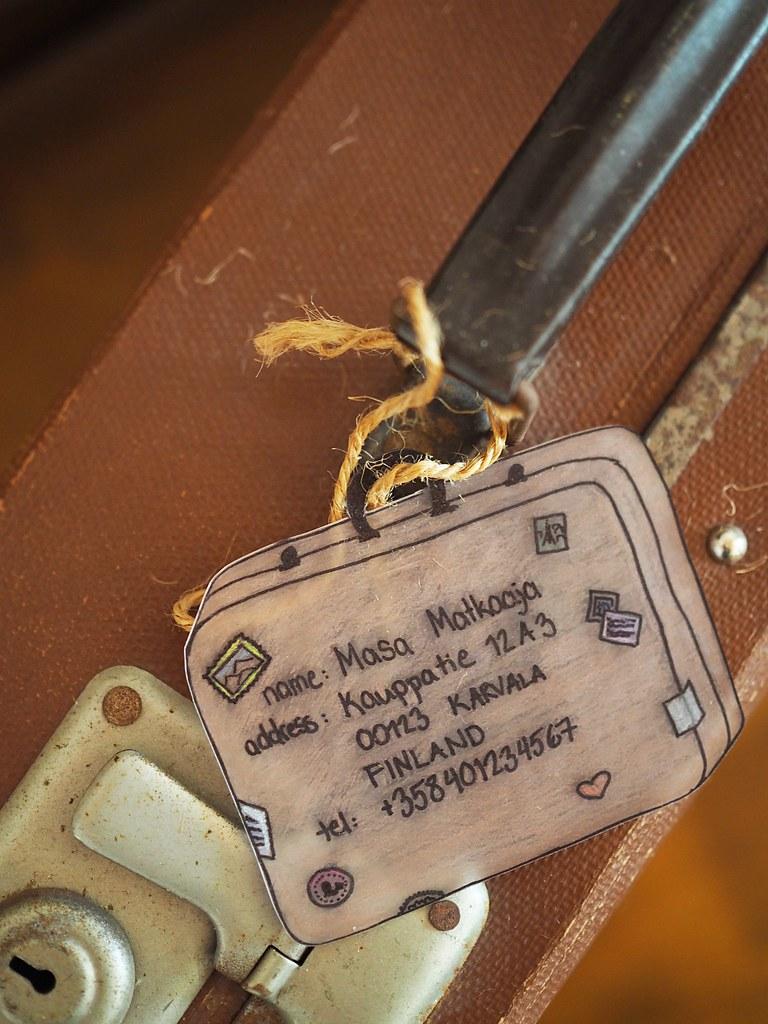 matkalaukun-nimilappu-kutistemuovista