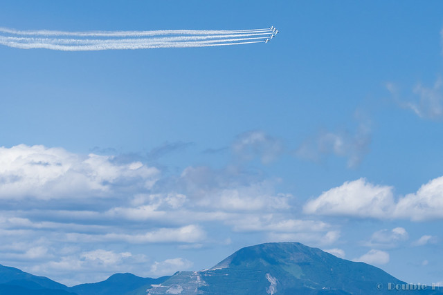 Blue Impulse's rehearsal flight for the 410th anniv. of Hikone Castle (40) Change Over Turn