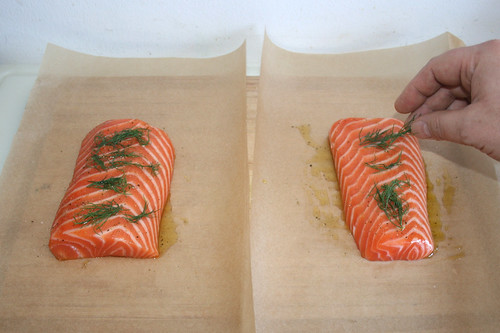 27 - Dill auf Lachs legen / Put dill on salmon