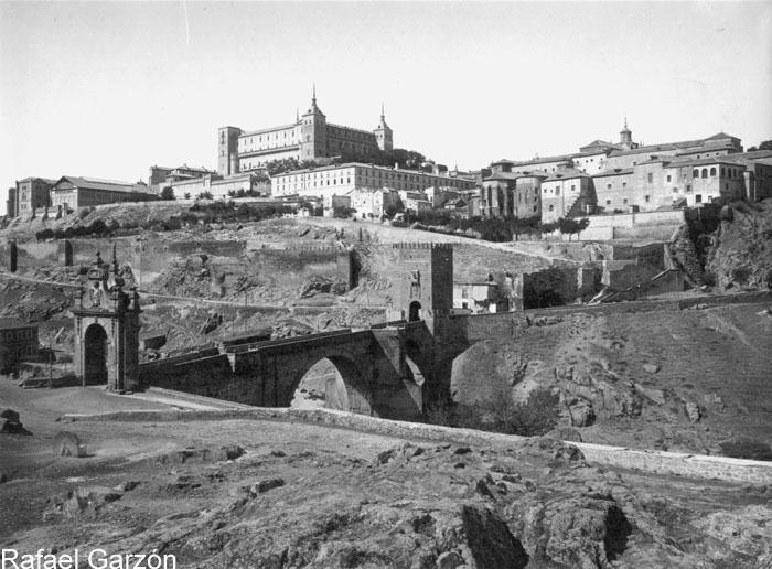 Puente de Alcántara y Alcázar  en 1897 por Rafael Garzón