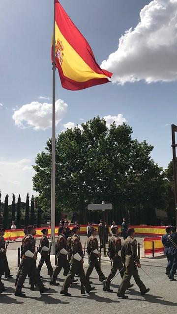 Tropa de Honores entra en la antigua Academia de Ingenieros de Guadalajara, Cuna Aeronáutica Española
