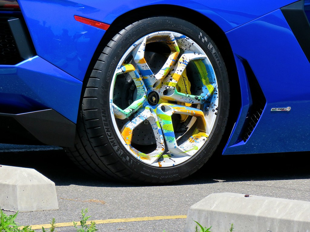 Aventador Colored Wheels