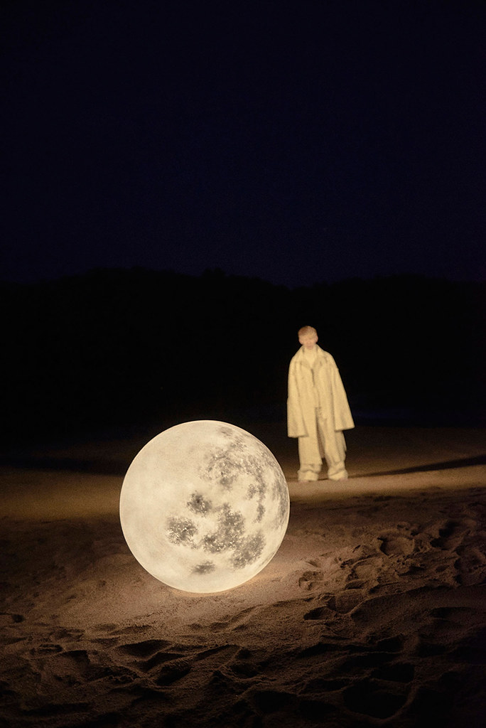 Full moon lamp for Acorn Studio's Luna lamp by Hong Kong fashion photographer Leungmo Sundeno_04