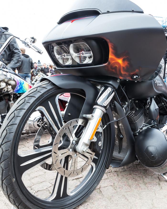 Lahti Helaride moottoripyörä liekkimaalaus liekit