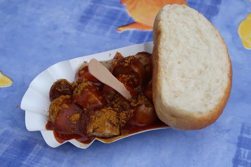 Currywurst (vom Stand der Landfleischerei Goldbecker) bei der Nacht von Borgholzhausen