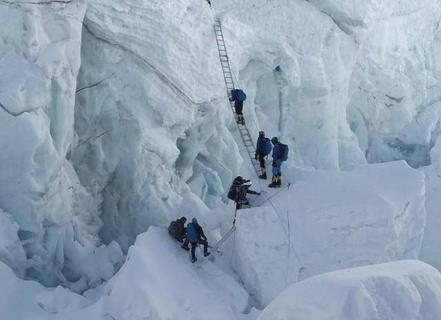Khumbu Icefall - 5.700m