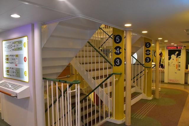 橘丸船内・階段
