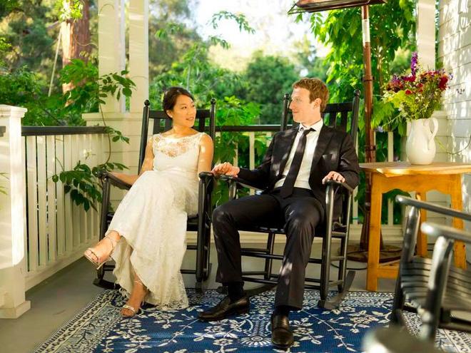 Ngày cưới của vợ chồng trẻ chỉ cách ngày IPO của Facebook 24h.