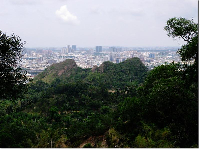 長野山山頂西眺筆架山