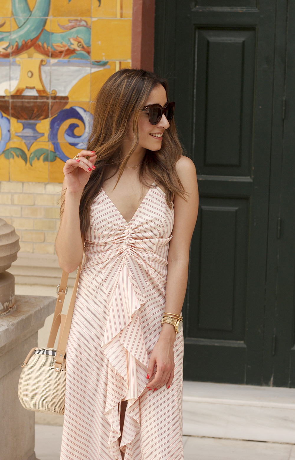Perfect dress for summer flat sandals wicker bag céline sunnies style fashion outfit14