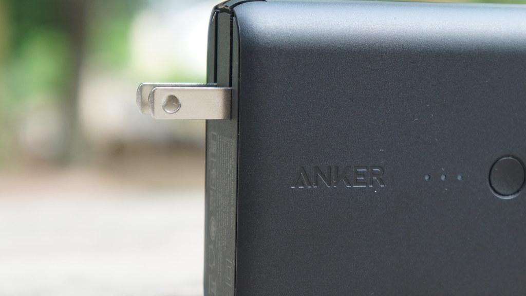 Anker PowerCore Fusion 5000の折りたたみコンセントプラグ