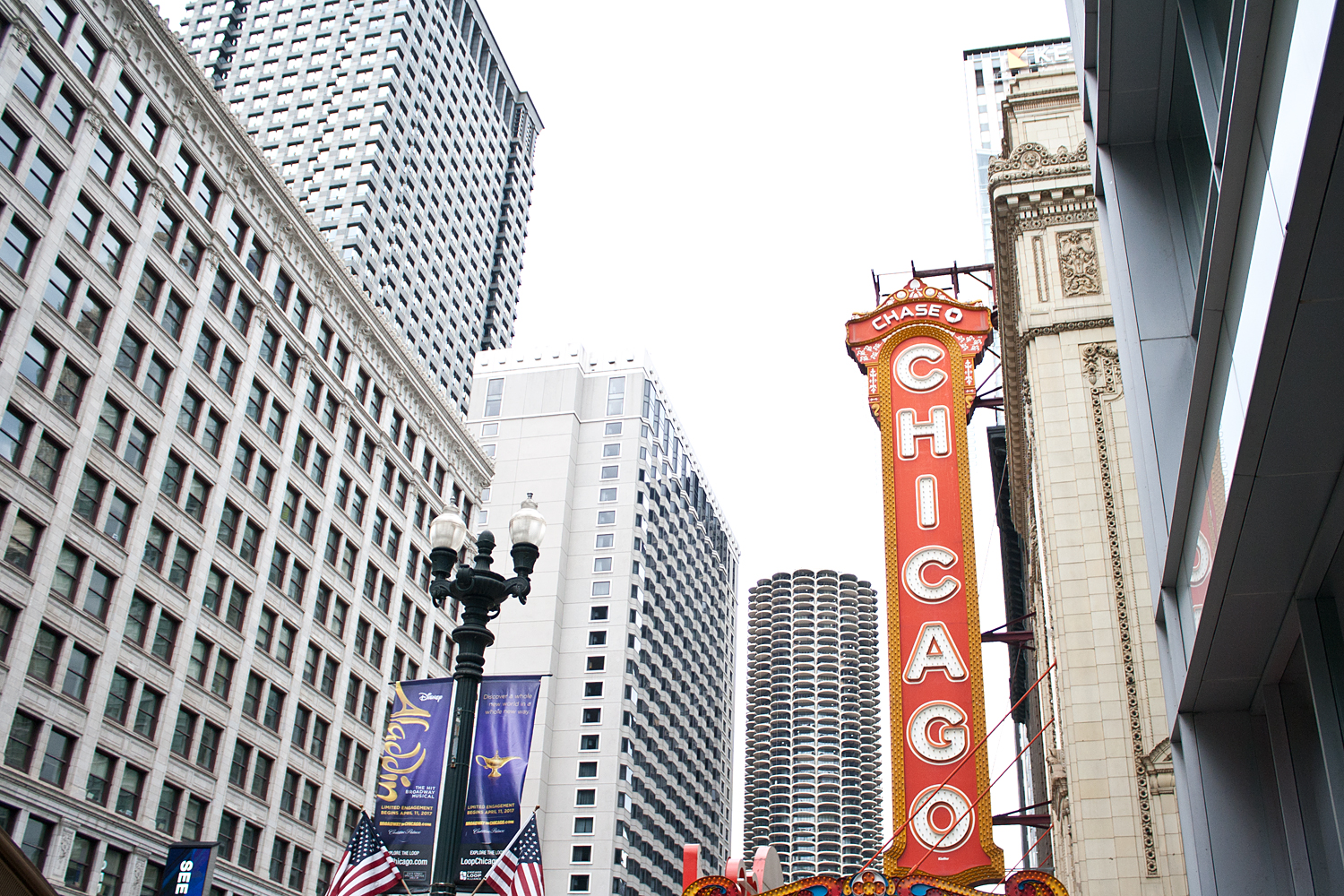02chicago-theater-travel-landmark