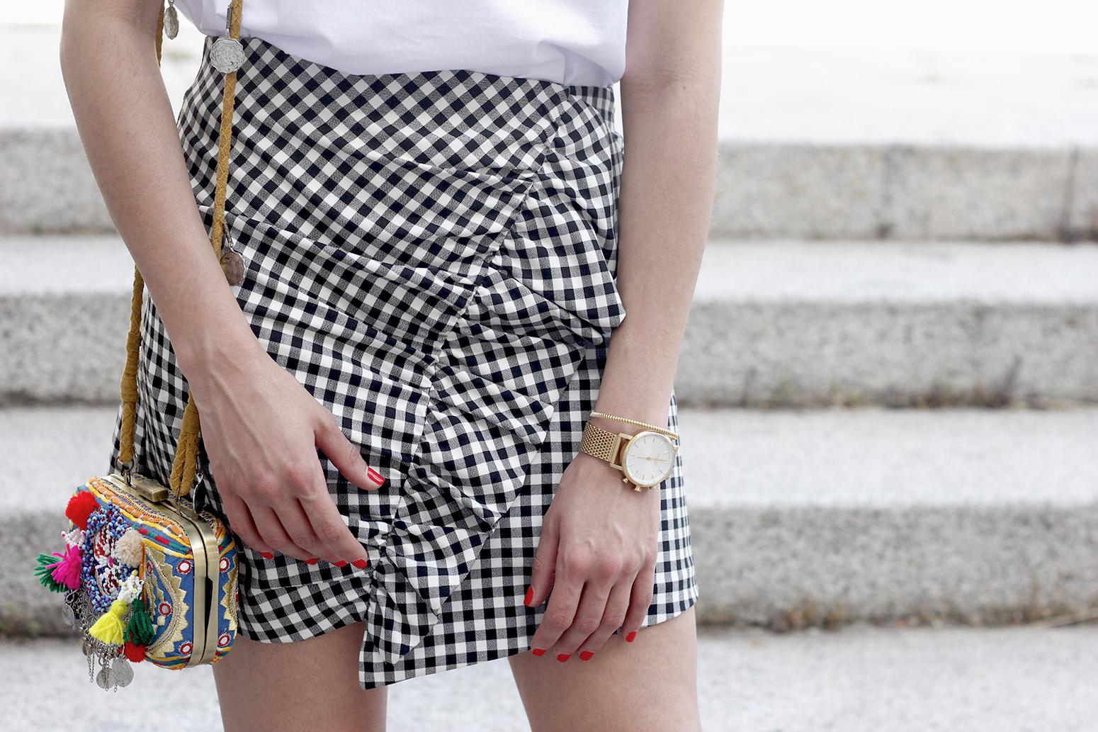 vichy skirt white t-shirt carolina herrera pink heels outfit style fashion summer17