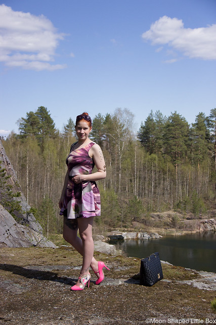 OOTD Fashion Spring looks Style blog Muoti Rokita Minna Parikka Celestia Love Moschino Ompelimo Rokita Pohjois- Karjala moderni kukkamekko tyyli muoti blogi bloggaaja Joensuu