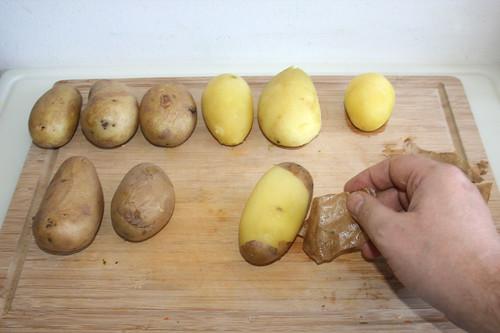 34 - Kartoffeln schälen / Peel potatoes