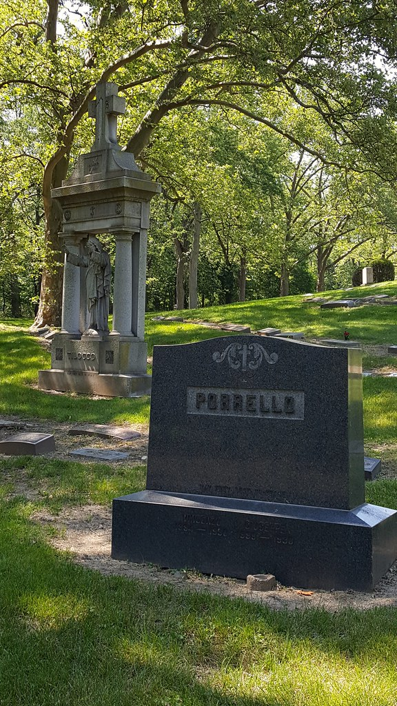 Grave of Cleveland mob bosses Vincent and Joseph Porrello