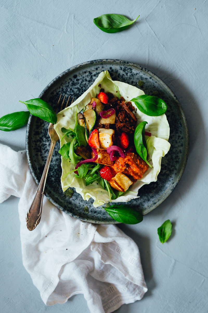Summer Tacos with Pulled Oats, Spicy Paprika Sauce, Halloumi, Zucchini & Strawberries | Cashew Kitchen