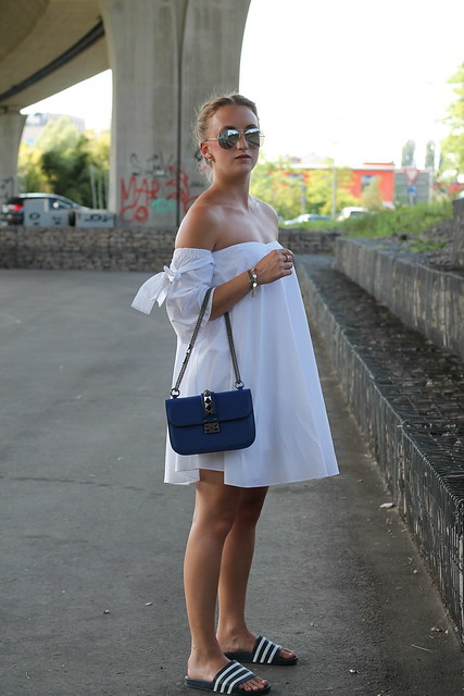 offshoulder-and-adiletten-whole-outfit-side-wiebkembg