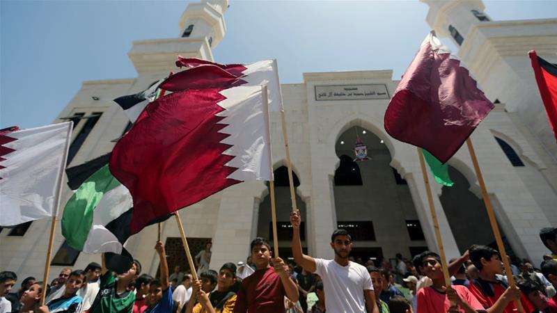6月9日,位於南加薩走廊的巴勒斯坦民眾上街示威聲援卡達。(攝影:Ibraheem Abu Mustafa/Reuters)