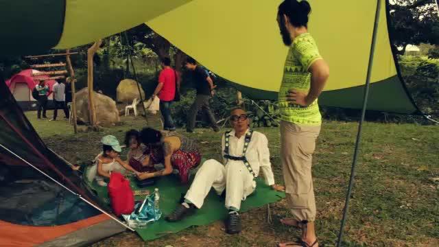 Gravity, performance art by Mideo Cruz, Raquel Loyola, and Kayumanggi