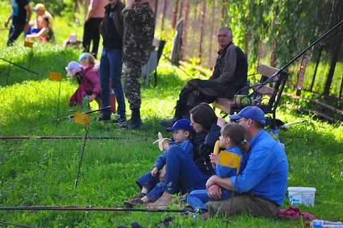 Працівники «Рівнеоблводоканалу» з дітьми влаштували змагання з риболовлі (ФОТОРЕПОРТАЖ)