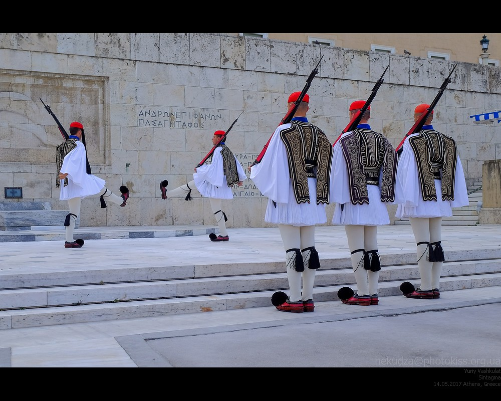 athens17_guards1