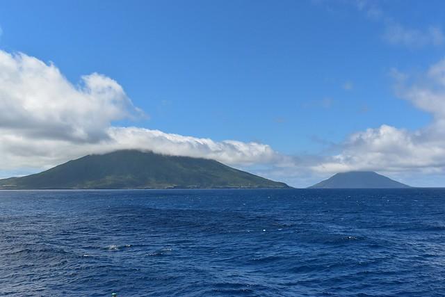 橘丸から見る八丈島