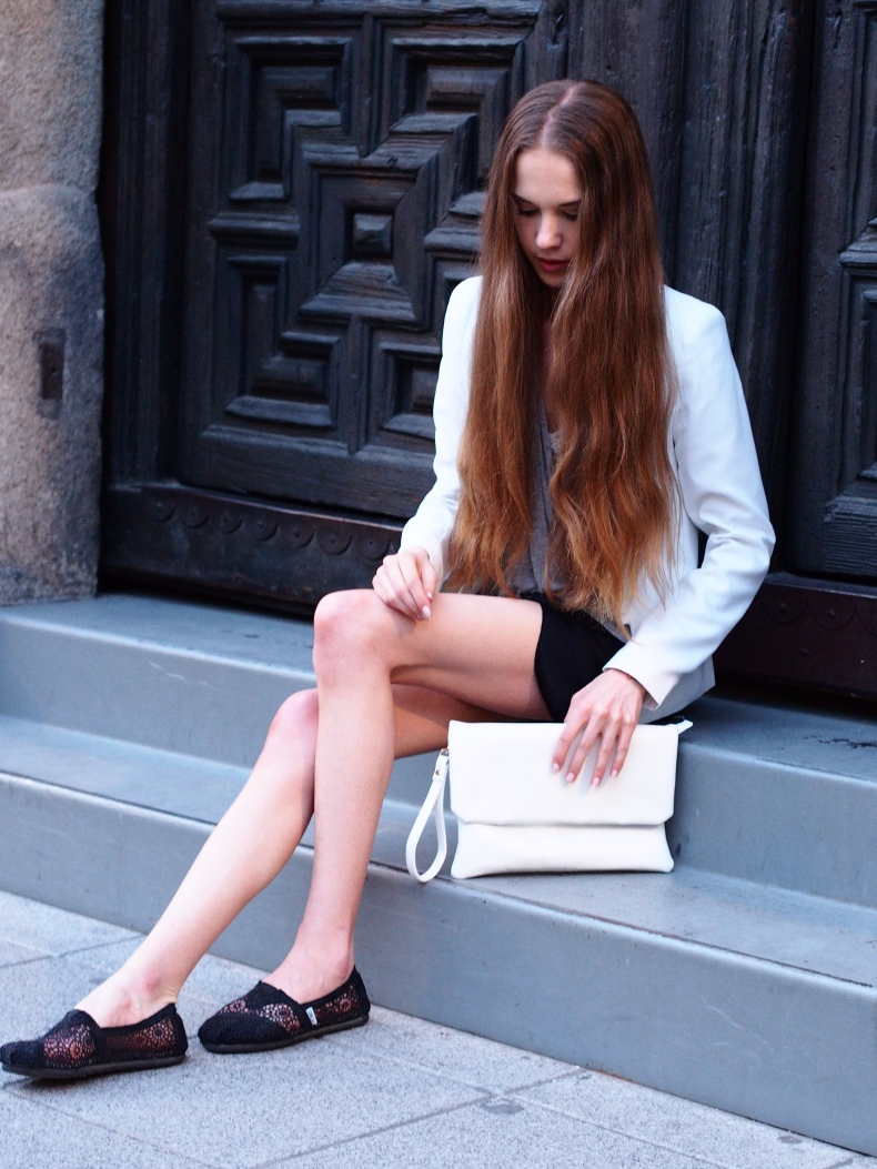 Outfit with a white blazer