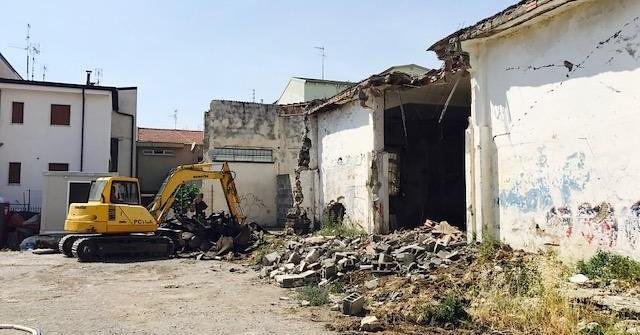 L'edificio abbattuto a Bellizzi