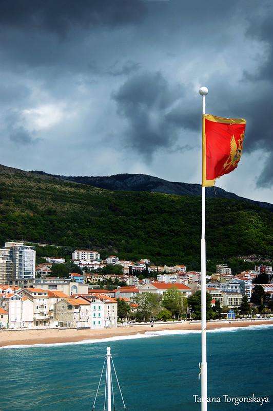 Черногорский флаг в крепости