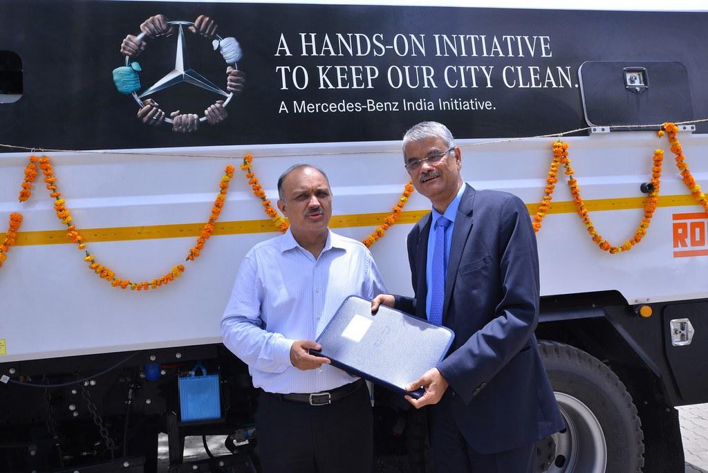 Bharat-Benz-Road-Sweeper-Truck (2)