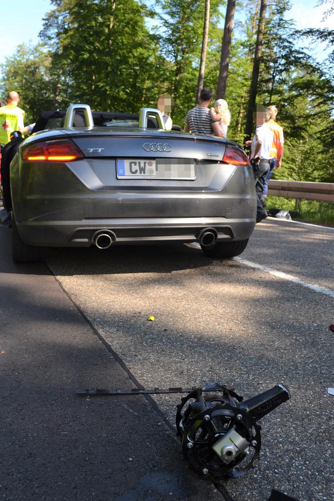 Dobel: Motorradfahrerin nach verbotenem Überholen schwer verletzt - 11.06.2017