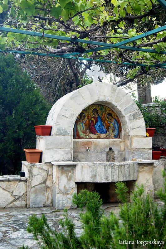 Питьевой фонтанчик в монастыре
