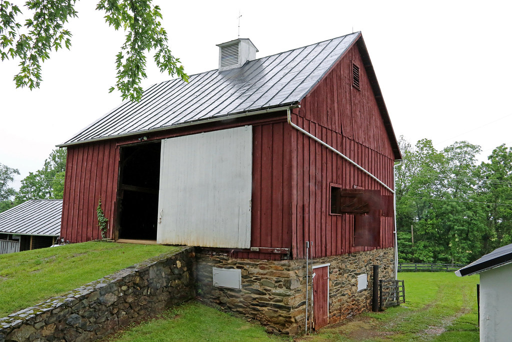 Pennsylvania bank barn at rock hill farm circa 1797 blue for Bank barn plans