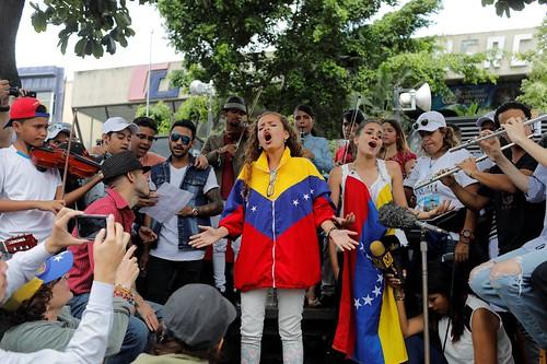 2017-06-04T173640Z_1126215031_RC1D1EF3B290_RTRMADP_3_VENEZUELA-POLITICS