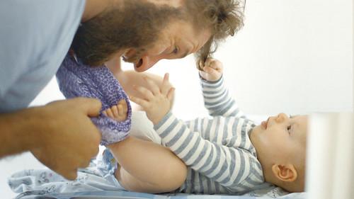 映画『いのちのはじまり:子育てが未来をつくる』より