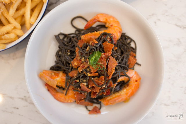 20170517 Squid Ink Freshly-made Spaghetti Prawn & Spicy Salami Garlic Aglio Olio IMG_5388