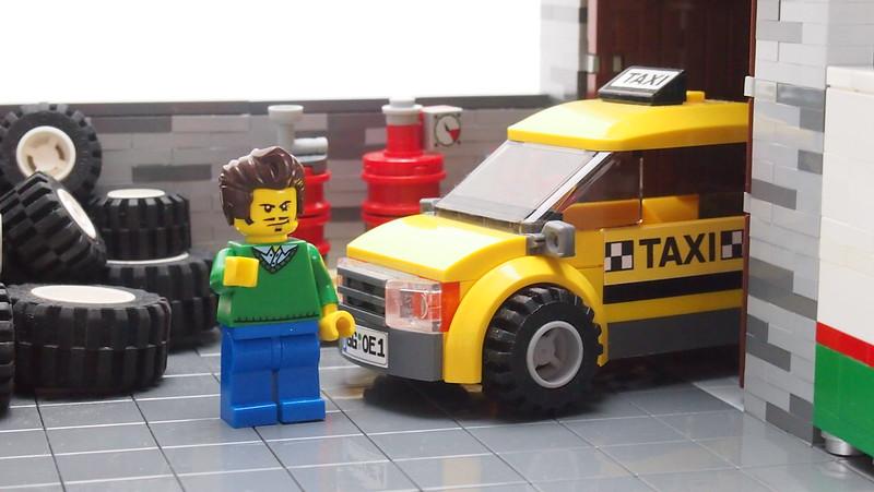 Adem Ützwurst am Taxi
