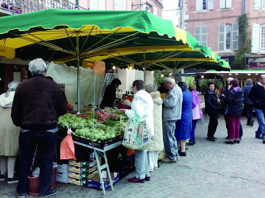 法國人習慣逛逛每週固定一至兩天的農夫市集,幾乎每個城鎮都有。