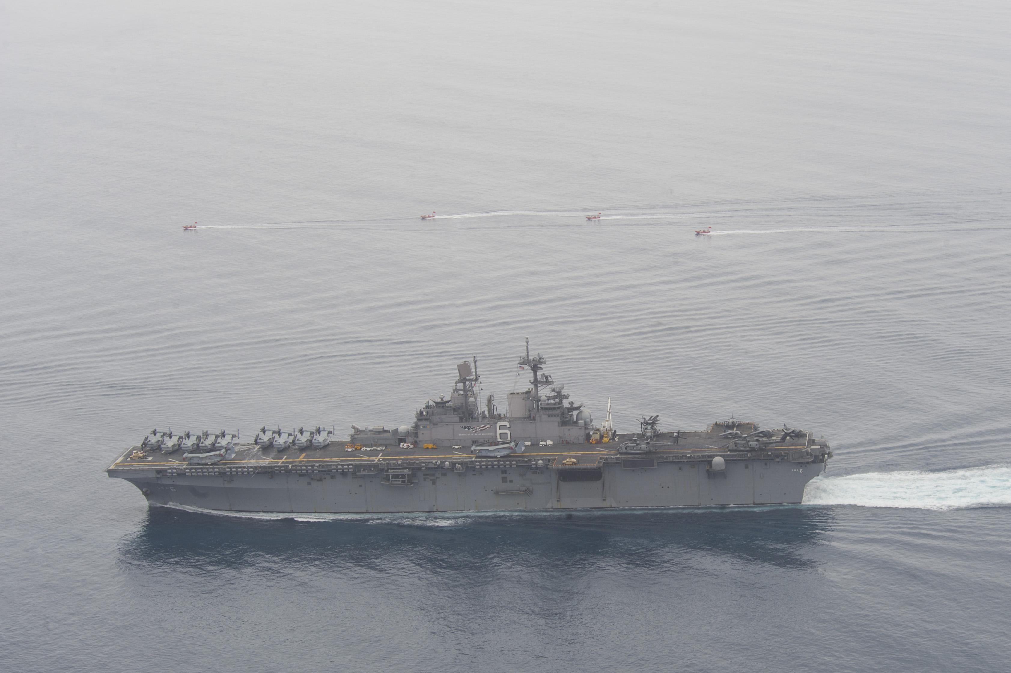 Amphibious assault ship (LHA - LHD - LPD) - Page 4 34774409600_df38d8ee1c_o
