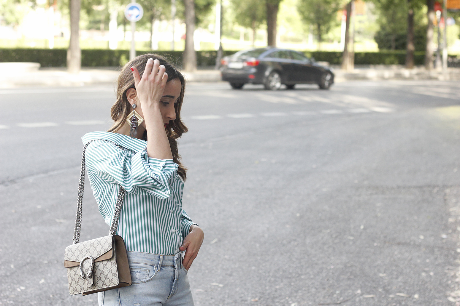 striped shirt jeans gucci bag uterqüe earrings pink heels accessories style outfit08
