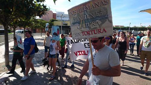 Protesta contra los festejos de toros en la Feria