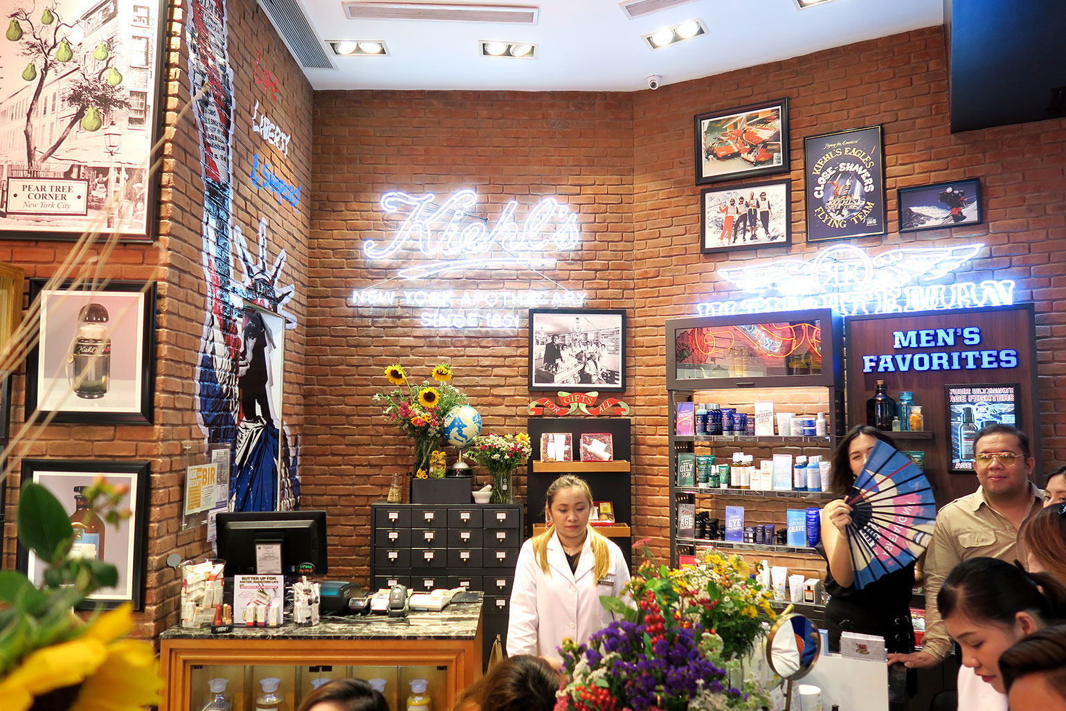 2 Kiehl's Store of the Future - Power Serums - Midnight Recovery - She Sings Beauty by Gen-zel