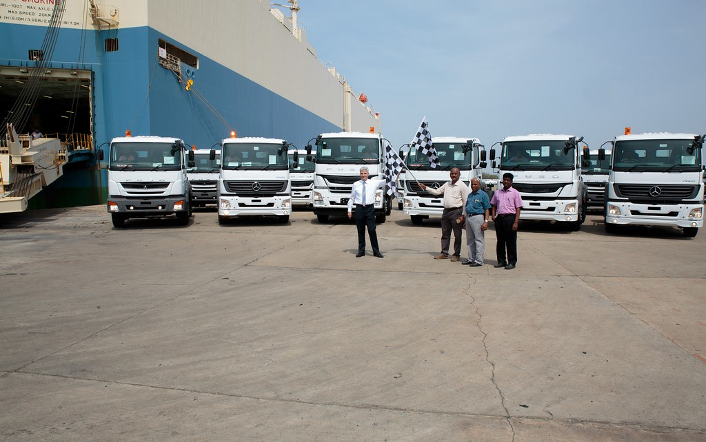 Daimler-India-Truck-Export-Milestone (2)