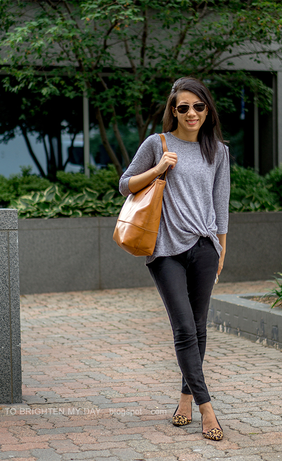 gray twisted top, black skinny jeans, cognac brown tote, leopard flats