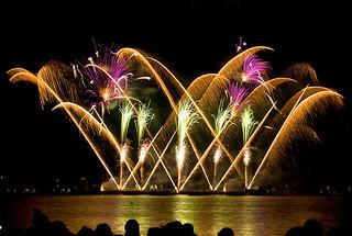 fireworks © Dreamstime | Valentin Armianu