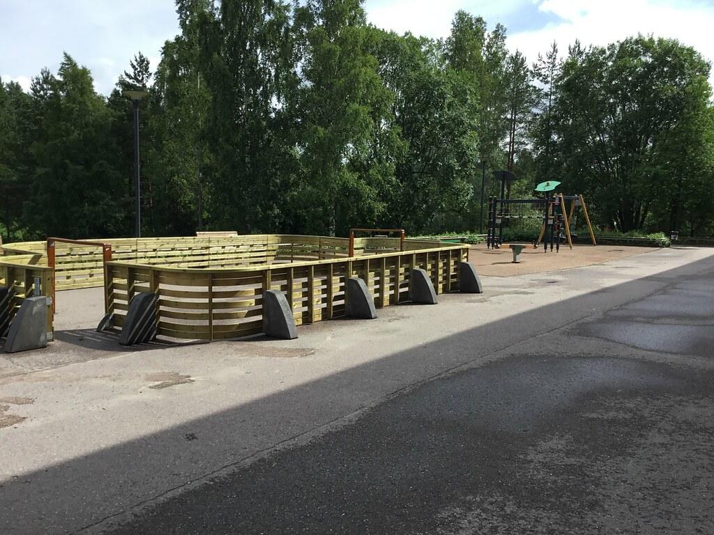 Kuva toimipisteestä: Hösmärinpuiston koulu / Lähiliikuntapaikka